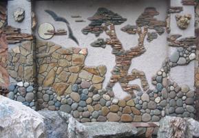 Отделка стен речным камнем своими руками 50